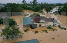 越南祖国阵线中央委员会出资200亿越盾支持中部地区灾民