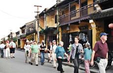 政府总理要求暂不接待外国游客