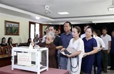 在老挝越南人心系祖国中部灾区