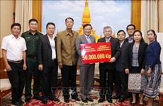 旅居老挝越南人共同携手帮助沙湾拿吉省人民开展灾后重建工作