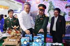 迎接越共十三大:宁顺省经济社会发展成就展举行