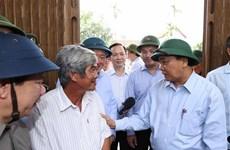 政府总理阮春福视察第9号台风的灾后重建情况