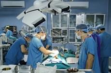 越南一家军队医院首次成功进行小肠移植