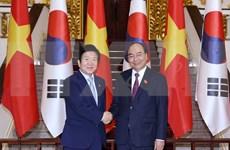 越南政府总理阮春福会见韩国国会议长朴炳锡