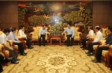 越南通讯社代表团莅临广治省开展向受灾群众送温暖献爱心活动