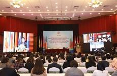 加强东南亚人民团结 致力于包容性增长、互联互通和主动适应的共同体