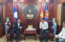 老挝乌多姆赛省捐助越南中部各省克服洪涝后果