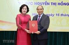 越南政府总理阮春福向各部门领导颁发任命书