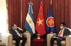 促进越南之声广播电台与阿根廷和印度尼西亚国家广播电台之间的合作