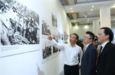 """令人印象深刻的""""越南人民心中的古巴""""摄影展在河内开展"""