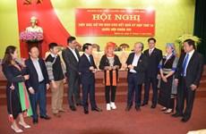 越共中央书记处常务书记陈国旺接触安沛省选民