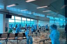 将240名越南公民从新加坡接回国
