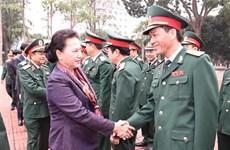 越南国会主席阮氏金银走访第四军区
