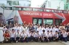 近1000名岘港市学生参加英国技术和教育行程