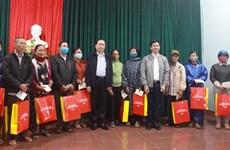 越南祖国阵线中央委员会主席陈青敏看望慰问广治省受灾灾民