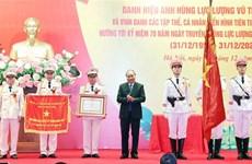 越南政府总理阮春福向公安部安全调查局授予人民武装力量英雄称号