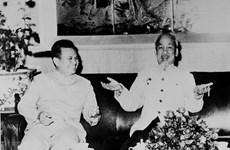 老挝人民民主共和国主席凯山•丰威汉诞辰100周年:越南始终如一的伟大朋友