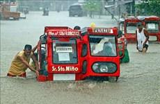 菲律宾发生严重洪灾 近1万人疏散