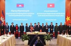 关于越南与柬埔寨陆地边界勘界立碑成果的两项法律文件正式生效