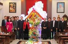 越共中央民运部部长张氏梅圣诞节前走访清化省教区