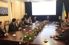 越南驻乌克兰大使阮鸿石会见在乌越南企业代表