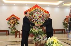 越南祖国阵线中央委员会主席陈青敏拜访发艳主教座堂