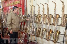 南定省范炮村努力弘扬西洋管乐器生产业