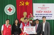 旅居美国越南人社群为富安省洪水灾民提供援助