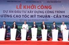 阮春福出席南部各重点高速公路项目动工仪式和技术通车仪式