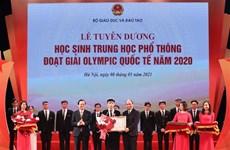 阮春福总理出席2020年国际奥林匹克竞赛获奖高中生表彰大会