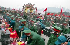 抗法战争中牺牲的23名烈士遗骸追掉会和安葬仪式在和平省举行