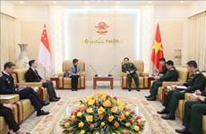 越南国防部长吴春历大将会见新加坡驻越大使