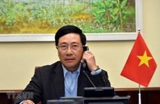 越南政府副总理兼外长范平明与美国国家安全顾问罗伯特·奥布莱恩通电话