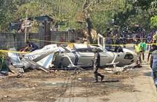 菲律宾一军用直升机坠毁7人死亡