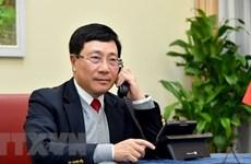 范平明与文莱外交与贸易部第二部长艾瑞万通电话