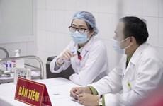越南给20名志愿者接种第二剂Nano Covax新冠疫苗