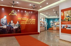 """越共十三大:""""胡志明主席—越南共产党创始人、领导人与磨练人""""专题图片展开展"""