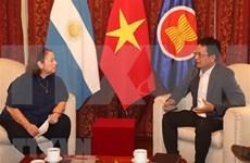 阿根廷专家:越南共产党的英明领导是越南取得成功的关键所在