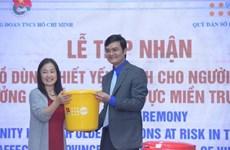 联合国人口基金会向越南中部三省受灾老年人捐赠生活用品
