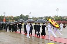 党、国家领导值此辛丑春节之际入陵瞻仰胡志明主席遗容