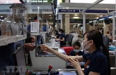 新冠肺炎疫情:新山一机场对乘客行李进行消毒预防新冠病毒的传播