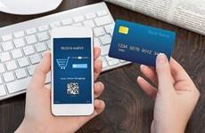 越南各家银行鼓励线上办理业务
