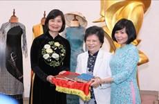 """""""记忆与遗产""""主题资料、图片和实物捐赠仪式在越南妇女博物馆举行"""