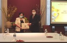 越南驻比利时大使鼓励在比利时越侨团结协作渡过疫情难关