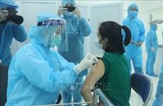 新冠肺炎疫情:首批新冠疫苗接种在河内、胡志明市和海阳省正式展开