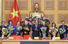 越南政府总理阮春福会见了共青团干部代表