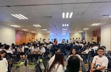 2021年旅外越南大学生领袖营吸引众多青年参加