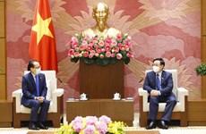 国会主席王廷惠会见柬埔寨驻越南大使查伊·纳芙斯