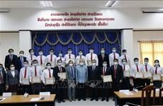 老挝高度评价越南卫生专家的支持