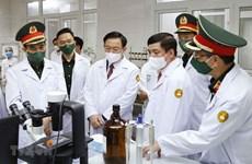 越南国会主席王廷惠探访军医学院